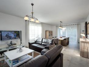 Deze recente villa (2013) werd gebouwd op een rustig gelegen perceel van 683m² te Beitem. De villa beschikt op het gelijkvloers over een inkomhal