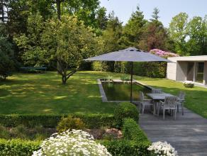 Ruime moderne villa omringd door een magnifieke tuin met een vlotte verbinding naar kust en Brugge centrum.  Perceelsopp 2733 m2. Zeer veel lichtinva