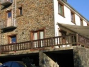Endroit presquisolé/proche de la Forêt. Vue sur la vallée.Agréable appartement/duplex (3 OU 4 chambres), avec terrasse priv