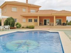 Regio : COSTA BLANCAProvincie: ALICANTELuxueuze villa met grote aangelegde tuin op meer dan een hectare grond, met groot privaat zwembad.Samenstelling