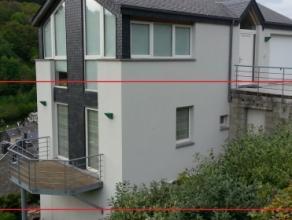 Bel appartement (1 chambre, +- 65m², terrasse) situé sur les hauteurs de Bouillon, offrant de belles vues dégagées. Composit
