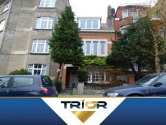 Charmante maison deux façades de +/- 125m² composé d'un hall d'entrée, séjour en deux parties de 30m², cuisine s