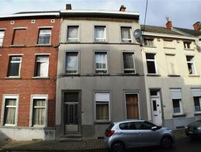 Trior Nivelles vous propose une maison de 287 m² (surface plancher) sur un terrain de 2 ares 12 composée de deux logements distincts. Prem