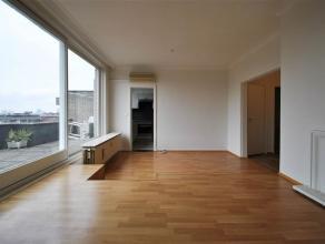 Trior Basilique vous propose à proximité de la Basilique ce beau penthouse entièrement rénové situé au 9i&eg