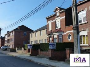 Faire Offre à partir de 160.000 euros - Dans un agréable quartier, spacieuse maison 3 façades d'environ 220 m² habitables en
