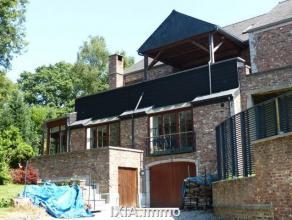 Splendide propriété de standing aux finitions luxueuses d'environ 470 m² sur 9 ares. Convient très bien pour profession lib&