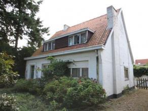 Een woning met 3 slaapkamers op een perceel van 396m² op een absolute top ligging. Het eigendom heeft de volgende indeling. glv: inkomhal, een ru
