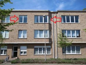 Een twee slaapkamer appartement op de tweede verdieping van een verzorgd gebouw. Het appartement beschikt over een inkomhal, een ruime living met open