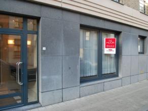 Dit appartement is geschikt voor alle leeftijden, centrale ligging met private parking aan het appartement.Het appartement met haar hoge plafonds zorg