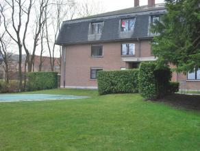 Voor wie houdt van groen, maar toch overal dichtbij wenst te blijven, is dit het perfecte appartement!Het appartement is samengesteld uit: Ruime inkom