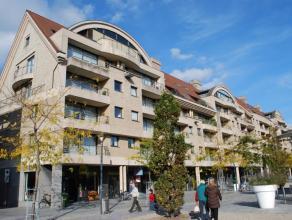 Op wandelafstand van K Kortrijk bevindt zich dit centrumappartement met 90m² leefoppervlakte en terras voor- en achteraan.Inkomhall, apart gasten
