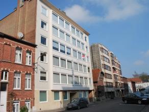 Dit charmante appartement is gelegen net buiten het centrum van Kortrijk op wandelafstand van het station en alle winkels.Het appartement is volledig
