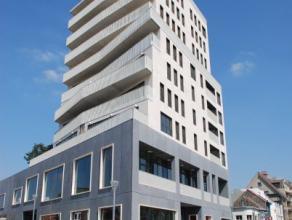 Nieuwbouw appartement op de 5e verdieping bestaande uit inkomhall, open lichtrijke woonkamer in massief parket met aanpalend zonneterras, open keuken