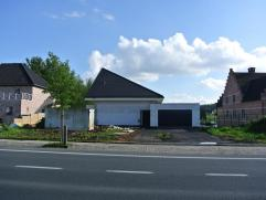 Deze moderne villa dient nog finaal afgewerkt te worden. U kan deze volledig naar uw zin afwerken. De architect staat ter beschikking en zal u graag b