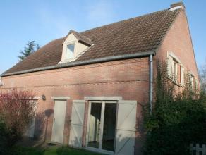 Belle villa située dans un quartier résidentiel très calme à Tervuren. Rez-de-chaussée: hall d'entrée, toile