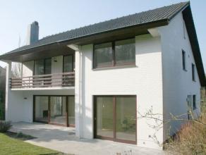 Villa de luxe dans un quartier résidentielle à côté du foret de soigne, 11.38 ares, situation très tranquille!. Nive