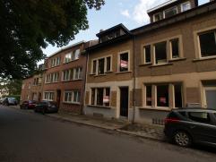 Belle maison 2-façades avec terrasse au bord du centre-ville de Tervuren, près de transports en commun. Rez-de-chaussée : hall d'