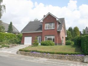 Très belle villa avec beau jardin, quartier résidentiel, 32m² living, terrasse et jardin, cuisine récente, garage 1, 3 chamb