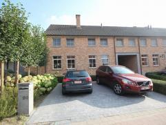 Belle maison située à Vossem (Tervuren) avec des finitions de qualités. Rez-de-chaussée (pierre naturelle): hall d'entr&ea