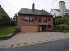 Belle villa dans quartier résidentiel à Tervuren. Premier étage : salle de séjour de 52 m² avec feu ouvert, cuisine (