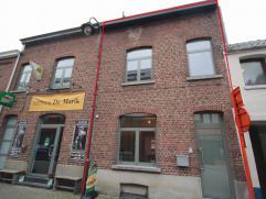 Maison 2-facades entièrement rénovée avec jardin privatif et terrasse couverte, situé dans le centre de Tervuren. Rez-de-c