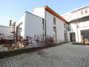 Nouvelle maison, très charmante, fini avec des matériaux de qualité situé dans le centre de Tervuren. Rez-de-chauss&eacute