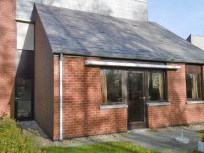 Agréable villa situé au centre de Tervuren , à 1 km de la BSB. Rez-de-chaussée: hall d'entrée avec vestiaire, toile
