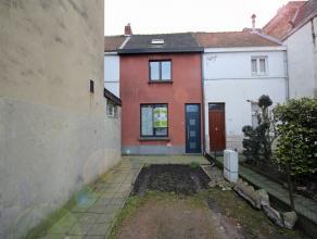 Belle maison 3 façades dans le centre de Tervuren, avec jardin et parking 1 voiture, parcelle de 3 ares, rez-de-chaussée : hall d'entr&e