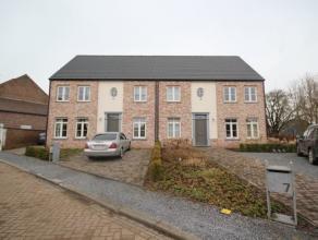 Superbe maison 3façades, construction récente avec grand jardin, situation excellente dans un petit cul-de-sac à proximité