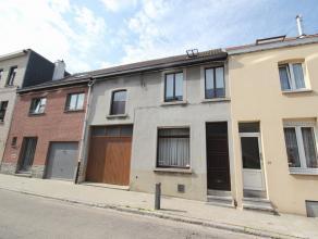 Maison 2-facades très charmante avec jardin spacieux et garage situé dans le centre de Tervuren. Rez-de-chaussée: living de 34m&s