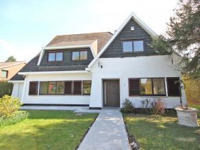 Villa idéalement situé près du centre de Tervuren, à distance de marche des transports publics et de la BSB (600m). Rez-de