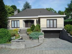 Belle villa 4 façades, situation résidentielle près du centre de Tervuren, hall d'entrée avec toilet et vestiaire, salon 4