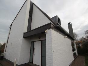 Belle villa avec jardin et terrasse, 4-facades, située à Duisburg (Tervuren). Rez-de-chaussée (nouveau carrelage): hall d'entr&ea