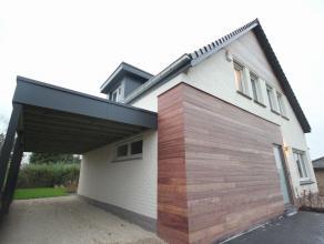 Belle maison 4-facades rénovée avec jardin agréable situé à Duisburg (Tervuren). Rez-de-chaussée: hall d'ent