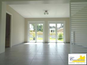 Crescendimmo vous propose cette magnifique villa moderne idéalement située dans un clos privé très calme et chaleureux du