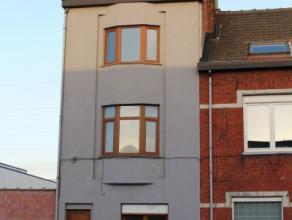 Ruime instapklare rijwoning Deze woning gelegen op wandelafstand van station De Dampoort en recht tegenover DOK Gent, de werfplek voor verpozing en cr