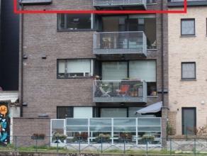 Dit appartement, gelegen op de derde verdieping, is bereikbaar met een lift. De locatie bevind zich aan het water waar Leie en Schelde samenvloeien. H