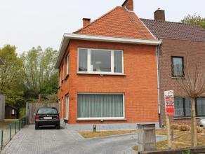 Deze woning is ideaal voor wie in de stadsrand van Gent wil wonen, maar toch wil genieten van een stukje rust. Waarom? Met de fiets of het openbaar ve