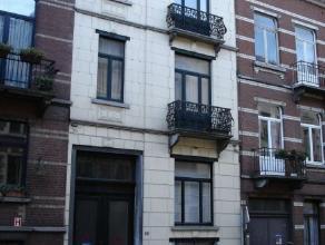 SCHAERBEEK, quartier Emile Max/Eurgène Plasky, arrière maison de +/-120m2, accessible via la porte cochère d'une maison de ma&ici