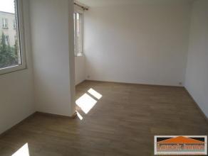 A proximitàde la place Dailly, trÃÂs beau flat +/- 55 m² entiÃÂrement rÃÂnovÃ