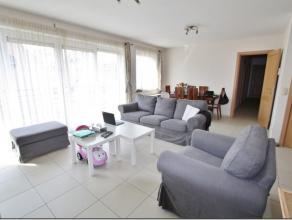 """Bel appartement deux chambres de 90 m² situé au deuxième étage de la Résidence """"FABELTA"""" en plein centre de Tubize. I"""