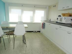 Instapklaar dakappartement met 3 slaapkamers. Het appartement bevindt zich in Groendijk, Oostduinkerke, net buiten het bruisende Nieuwpoort-Bad en op