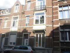 Appartement 2 chambresde 60m² avec cour intérieur au rez de chaussée d'un immeuble composé de 3 appartements. Composé
