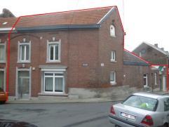 Immeuble composé de 2 entité avec cour, jardin et grand garage, entrées indépendantes. Composée: 1er maison: 1 hall