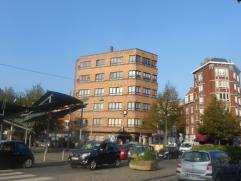 Appartement 2 chambres situé au 4ème étage dans un building de 5 étage à 500m du centre de Liège. Compos&eac