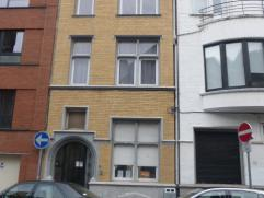 Magnifique duplex (rez de chaussée) 2 chambres de 130m² avec jardin. Composé: Au s/s: 2 grandes chambres( possibilité 3&egra
