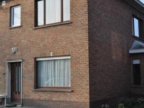 Karaktervolle woning deels vernieuwd en rustig gelegen op 30 m van de straatkant. Deze ideale instapwoning met zongerichte tuin en aparte garage omvat
