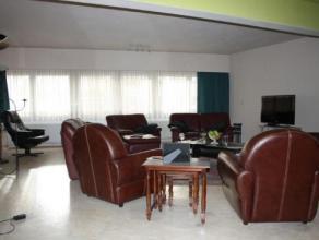 Verhuurd   Zeer ruim appartement met grote living (45 m²) en eetkamer (13 m²), 2 slaapkamers op de eerste verdieping, het appartement heeft