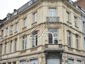Charleroi, Bureaux au rez + mezzanine (166m²) Au coeur de Charleroi, cet ensemble de bureau de 250m² bénéficie d'une situation