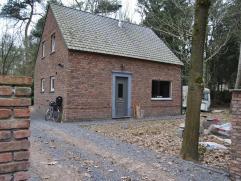 Mooie nieuwbouwwoning in bosrijke omgeving te Essen-Horendonk. De woning is gelegen op een ruin perceel van 1277m². Indeling van de woning: * Ink